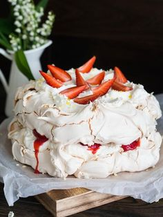 Meringue Pavlova, Pavlova Recipe, Cake Cookies, Cupcake Cakes, Royal Tea Parties, Dessert Recipes, Desserts, Pie Recipes, Wonderful Recipe