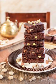 Ciasto z czerwonej fasoli w wersji fit, które można zajadać bez większych wyrzutów sumienia, a które w jednym kawałku ma tylko 90 kcal! T...