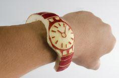 El japonés Shinomori Tsukasa (しのもりつかさ @sinomoritsukasa) sería el primer usuario en conseguir un Apple Watch aunque, aparantemente, ya se lo habría comido - http://2ba.by/1ad0n