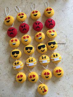 Keychain - key ring - heart - gift idea- felt keychain - party favors - Valentine's - love - sweet 16 - party - Patchyz by Kathleen Flask Diy Crafts Emoji, Easy Paper Crafts, Diy Crafts For Kids, Felt Keychain, Keychains, Rakhi Design, Preschool Christmas Crafts, Felt Coasters, Felt Cat