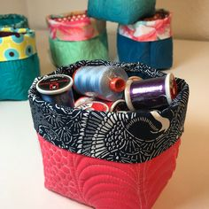 Little Quilted Buckets Pattern Practice free motion quilting with your scraps and make useful baskets! Quilting Classes, Quilting Projects, Sewing Projects, Sewing Ideas, Sewing Tips, Quilting Ideas, Craft Projects, Fabric Box Pattern, Fabric Boxes Tutorial