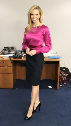 22 Satin Blouses To Update You Wardrobe - Global Outfit Experts Stylish Outfits, Office Outfits, Office Attire, Classic Outfits, Modest Fashion, Fashion Outfits, Look Office, Satin Bluse, Blouse Dress