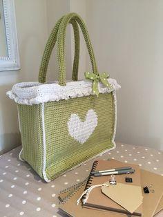 Tapestry #crochet super shopper free pattern from Love Crochet
