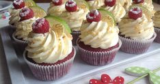 Recept Red velvet cupcakes s limetkovým krémem Brownie Cupcakes, Cheesecake Cupcakes, Mini Cupcakes, Cake Recept, Cap Cake, Sweet Bar, Red Velvet Cupcakes, Mini Foods, Dessert Recipes