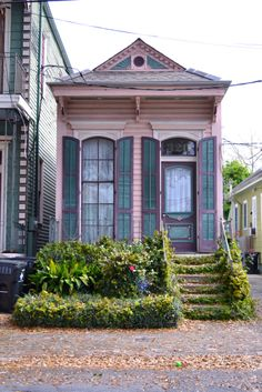 a cute little house Cute Cottage, Cottage Style, Cottage Living, Cottage Homes, Pink Houses, Old Houses, New Orleans Architecture, Creole Cottage, Cabana