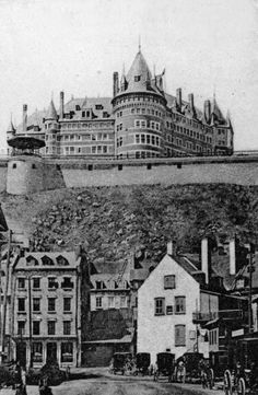 Vue du Château Frontenac et de Place Royale/ Petit Champlain en 1907 Quebec Montreal, Old Quebec, Quebec City, Samuel De Champlain, Le Petit Champlain, Beautiful Places To Visit, Places To See, Old Pictures, Old Photos