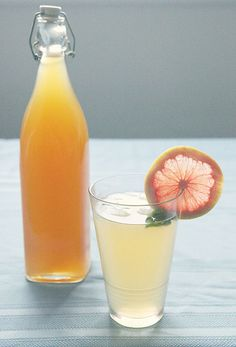 Citrus Cordial with Fresh Mint. Recipe for citrus cordial with fresh mint inspired by a still life painting by Weaver Hawkins. Party Drinks, Fun Drinks, Yummy Drinks, Beverages, Mixed Drinks, Party Favors, Smoothie Drinks, Smoothie Recipes, Healthy Foods To Eat
