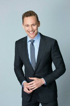Tom Hiddleston photographed by Kirk McKoy for Los Angeles Times on April 25, 2016.  Via Torrilla/weibo