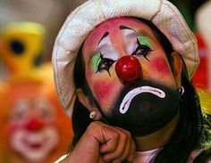 Why Do People Have A Fear Of Clowns? Plus Helpful Tips To Cure Your Fear.Clowns are pretty creepy, but what is it about them that make us shudder with fear when they are around? You may be surprised! Le Clown, Clown Faces, Circus Clown, Sad Faces, Clown Makeup, Halloween Face Makeup, Facts About Guys, Scary Clowns, Carnival