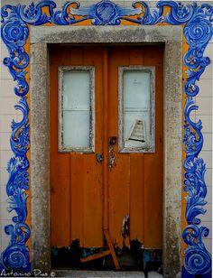 Porta fechada  Lisbon, Portugal -> PicadoTur - Consultoria em Viagens. Siga nos.