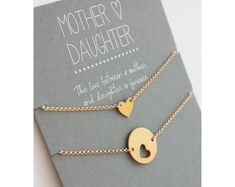 Mutter-Tochter-Armband Set Tochter Mutter-Armband von carriesaxl Mother Daughter Bracelet Set Daughter Mother Bracelet by carriesaxl Mother Daughter Bracelets, Mothers Bracelet, Bracelet Set, Necklace Set, Mom Jewelry, Jewelry Gifts, Jewelry Ideas, Grandma Gifts, Gifts For Mom