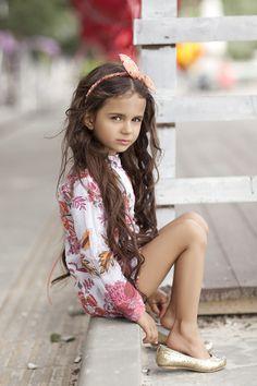 УВЕЛИЧИТЬ Cute Girl Dresses, Cute Girl Outfits, Little Girl Dresses, Beautiful Little Girls, Cute Little Girls, Beautiful Children, Little Girl Models, Child Models, Teen Girl Poses