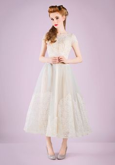 Period: circa 1950s Size: please see Details Condition: excellent Tag reads: Alfred Angelo Original, Designed by Edythe Vincent