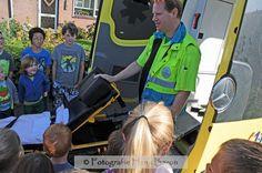 Fotograaf #HenkBaron maakte een hele berg foto's van de toffe opening van het #EHBO-project Veilig helpen @Bijenveld - Zo ziet een ambulance er van binnen uit
