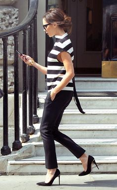 Victoria Beckham's The Art Club Victoria Beckham Striped Knitted Top, Black Tuxedo Trousers and Gucci 'Adina' Horsebit Detailed Suede Pumps 3 Victoria Beckham Outfits, Victoria Beckham Style, Daily Fashion, Fashion News, Vic Beckham, Edgy Outfits, Fashion Outfits, Marine Look, Black Women Fashion