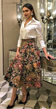 Indian Fashion Dresses, Indian Gowns Dresses, Dress Indian Style, Indian Designer Outfits, Indian Outfits, Designer Dresses, Fashion Outfits, Fashion Clothes, Casual Indian Fashion