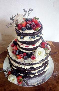 čokoládový naked cake s tvarohovým krémem a ovocem