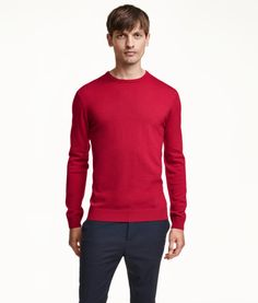 PREMIUM QUALITY. Fine-knit sweater in merino wool with long sleeves. Rib-knit cuffs and hem. Red or Yellow Small