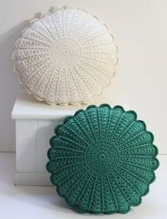 Best Picture For topflappen stricken For Your Taste You are looking for something, and it is going t Crochet Pillow Patterns Free, Free Crochet, Knitting Patterns, Crochet Hats, Boho Crochet, Crochet Pouf, Crochet Cushion Cover, Crochet Cushions, Crochet Pillow Covers