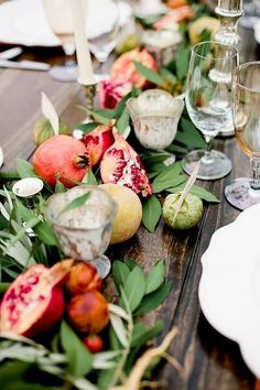 non floral wedding centerpieces table decorated with verdure and pomegranate sorella muse Summer Table Decorations, Fruit Decorations, Wedding Decorations, Fruit Centerpiece Ideas, Centerpiece Flowers, Table Flowers, Stage Decorations, Decor Wedding, Christmas Decorations