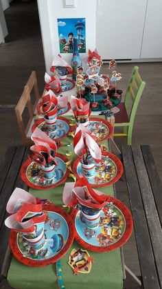 Hier findet ihr Ideen zu einem Paw Patrol Geburtstag Party, Table Decorations, Home Decor, Daughter, Ideas, Decoration Home, Room Decor, Parties, Home Interior Design
