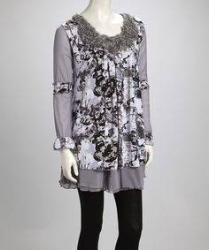 Decked out in dazzling butterflies, this tantalizing tunic is fiercely feminine. Boasting a luxe linen blend and ravishing ruffles at the collar, this pretty piece adds ethereal flair to any ensemble.Measurements (size S): 33'' long from high point of shoulder to hem42% linen / 38% polyester / 20% cotton