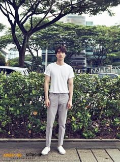 Lacoste Online Shop offers a wide range of goods from the famous manufacturer of high-quality clothing. Asian Actors, Korean Actors, Lee Dong Wook Wallpaper, Lee Dong Wok, K Drama, Asian Men Fashion, Joo Hyuk, Stylish Mens Outfits, Kdrama Actors