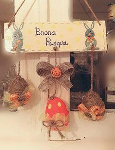 Buona Pasqua - targa in legno decorata con decoupage ed ovetti polistirolo decorati con colori acrilici, spago e nastri