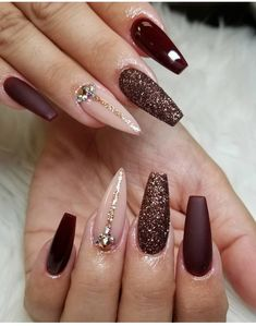 80 ideas to create the best Halloween nail decoration - My Nails Burgundy Acrylic Nails, Coffin Nails Glitter, Maroon Nails, Coffin Nails Long, Cute Acrylic Nails, Gold Nails, My Nails, Pink Coffin, Ongles Beiges