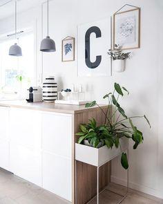 Beautiful kitchen decor by ferm Living and Kähler Design Kitchen Interior, Kitchen Decor, Kitchen Design, Gray And White Kitchen, White Wood, Plant Box, Ideas Hogar, Vintage Modern, Interior Inspiration