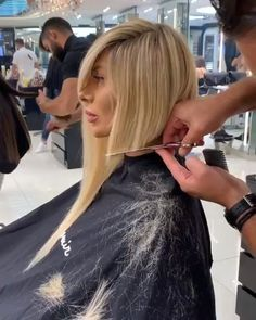 47 Top Bob Hairstyles Ideas For Beauty Women To Try This Year Hair Cutting Videos, Hair Cutting Techniques, Hair Videos, Cool Short Hairstyles, Bob Hairstyles, Funny Hairstyles, Haircuts, Short Hair Cuts, Short Hair Styles