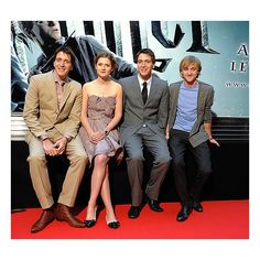 Photos of Oliver Phelps, Bonnie Wright, James Phelps and Tom Felton on... ❤ liked on Polyvore featuring harry potter, tom felton, bonnie wright, people and phelps twins
