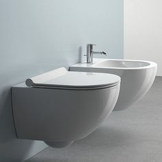 Extra space in a bathroom is always important, and wall-mounted options are a great solution to a cluttered floor. Hart offers a superb range of quality, luxury wall-mounted toilets. Floating Toilet, Hanging Pans, Clinic Interior Design, Wall Mounted Toilet, Small Bathroom, Bathrooms, Bathroom Ideas, Kitchen Remodel, Compact