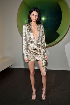 See Kendall Jenner's Best looks and Outfits in this great file to get inspired by the it-model iconic style. Kendall Jenner Woodland Hi. Kendall Jenner Outfits, Kendall Jenner Mode, Le Style Du Jenner, Kardashian, Times Square, Star Fashion, Fashion Outfits, Women's Fashion, Snake Print Dress