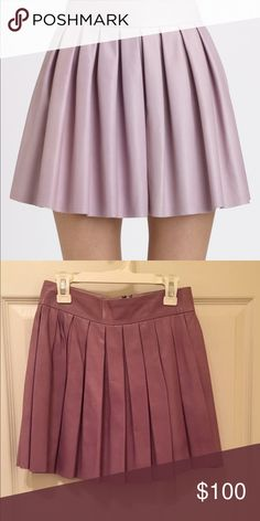 Lilac leather skirt from Alice and Olivia. Alice and Olivia light purple leather pleated skirt. Size 0 and in perfect condition. Authentic 100% leather. Alice + Olivia Skirts
