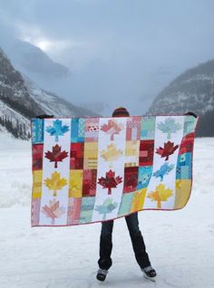 Oh Canada by The Maple Leaf quilt is finally done! (Sorry, it& been done for months but it took me forever to get phot. Flag Quilt, Patriotic Quilts, Quilting Tips, Quilting Projects, Yarn Projects, Sewing Projects, Canadian Quilts, Quilts Canada, Canada Day Crafts