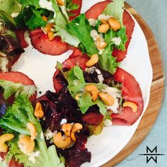 Caprese salade als lunch Healthy Recipes For Weight Loss, Healthy Snacks, Salade Caprese, Feel Good Food, Happy Foods, Superfood, Food Inspiration, Salad Recipes, Food And Drink
