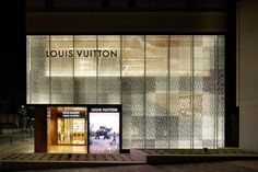 is a part of interior and an exterior design for Louis Vuitton Fukuoka Tenjin, whose x x site is locat Mall Facade, Retail Facade, Shop Facade, Shop Interior Design, Retail Design, Store Design, Louis Vuitton Paris, Louis Vuitton Store, Facade Design