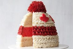 Get Cozy with the Great Canadian Toque Cake - Yummy Recipes Brownie Desserts, Oreo Dessert, Mini Desserts, Canada Day Party, Yummy Treats, Delicious Desserts, Sweet Treats, Cupcakes, Cupcake Cakes