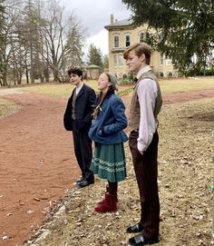 """Amybeth McNulty, Cory Grüter-Andrew, and Lucas Jade Zumann behind the scenes of """"Anne With an E"""" Gilbert Blythe, Anne Shirley, Crush Instagram, Amybeth Mcnulty, Gilbert And Anne, Anne White, Anne With An E, Cuthbert, Celebs"""