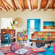 Awesome Mexican Modernism For New Home Decor Inspiration - Page 20 of 24 Mexican Living Rooms, Mexican Interior Design, Living Room Decor, Bedroom Decor, Mexican Home Decor, Mexican Style Homes, Colourful Living Room, Deco Boheme, Bohemian Decor
