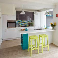O bucătărie veselă și colorată