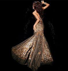 Rochii de seara cu paiete modele superbe de seara lungi elegante, chic scurte si midi stralucitoare. Pentru petreceri de revelion si nunta. Strapless Dress Formal, Formal Dresses, Luxury Dress, Animal Print Dresses, New York Fashion, Cape, Cool Style, Sequins, Blog