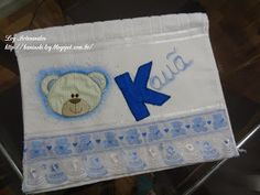 LOY HANDCRAFTS, TOWELS EMBROYDERED WITH SATIN RIBBON ROSES: Toalha para bebê, com patch apliquê e pintura.