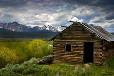 Salmon Cabin and Sawtooths, Idaho  (pinned by haw-creek.com)