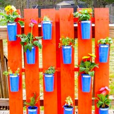 Ideas for clay pots - love this pallet wall with flower pots! #palletprojects