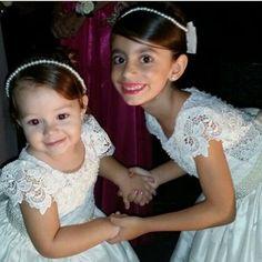 Bom dia!!! Uma semana linda pra todos!!! Princesinhas de Marina e Guilherme @marianareis18 #damasdehonra #damascasadehonra #encantarosolhos #amooquefaco