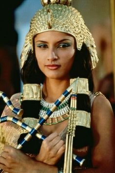 """Leonor Varela in """"Cleopatra"""" directed by Franc Roddam. The movie was based on the book """"Memoirs of Cleopatra"""" by Margaret George. Egyptian Eye Makeup, Egyptian Beauty, Egyptian Queen, Egyptian Goddess, Ancient Beauty, Egyptian Art, Cleopatra Beauty Secrets, Queen Cleopatra, Cleopatra History"""