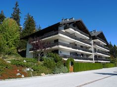 """Mandarin D17 - Apartment - CRANS-MONTANA - Switzerland - 1245 CHF """"Mandarin D17"""", 4-room apartment 120 m2 on 2nd floor. Spacious, comfortable and beautiful furnishings: large living room with open-hearth fireplace and cable TV (flat screen), DVD. Open dining room. E"""