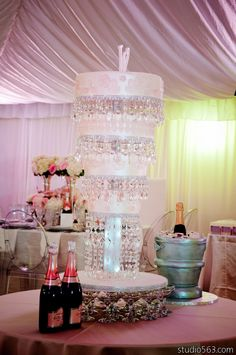 #tentlighting #weddingcake